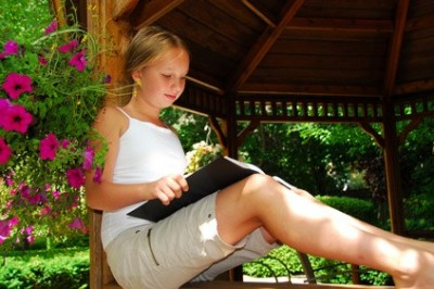 Top 5 Ways to Get Kids Reading Over the Summer